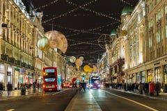 在圣诞节期间的摄政的街道 免版税库存图片