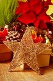 在圣诞节桌上的圣诞节星 免版税图库摄影