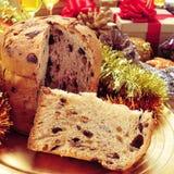 在圣诞节桌上的意大利节日糕点 库存图片