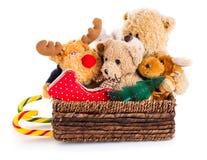 在圣诞节爬犁的填充动物玩偶玩具 免版税库存图片
