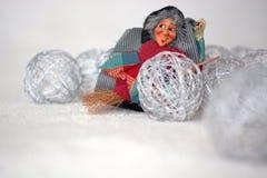 在圣诞节球中的Befana 免版税库存图片