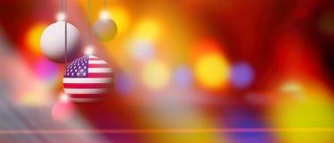 在圣诞节球的美国旗子有被弄脏的和抽象背景 免版税库存图片