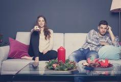 在圣诞节的乏味夫妇 图库摄影