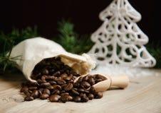 在圣诞节的咖啡豆 免版税图库摄影