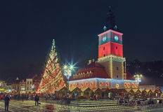 在圣诞节的委员会正方形,布拉索夫,罗马尼亚 图库摄影