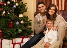 在圣诞节的家庭装饰了房子 库存图片