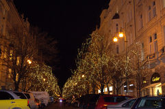 在圣诞节的布拉格商业街 免版税库存照片