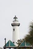 在圣诞节的白色灯塔 免版税库存图片