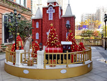 在圣诞节的装饰摊位 库存照片