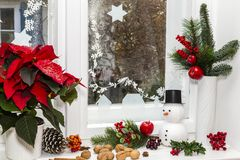 在圣诞节的静物画与雪人 库存图片