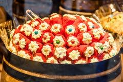 在圣诞节糖果的五颜六色的甜点购物,布拉格,捷克 图库摄影