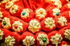在圣诞节糖果的五颜六色的甜点购物,布拉格,捷克 免版税图库摄影