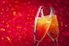 在圣诞节背景的两块香槟玻璃 图库摄影