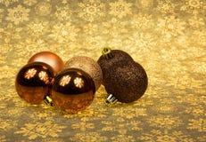 在圣诞节背景的五个圣诞节中看不中用的物品 水平 库存照片