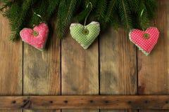在圣诞节背景的心脏 库存照片
