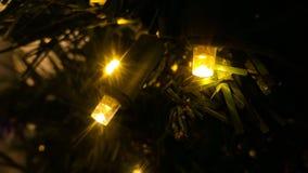 在圣诞节装饰品的圣诞灯 免版税库存照片