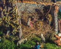 在圣诞节诞生场面的雕象 库存图片