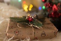 在圣诞节附近的礼物 库存图片