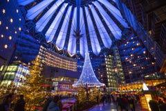 在圣诞节,柏林的索尼中心 免版税库存照片
