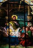 在圣诞节-污迹玻璃窗的诞生场面 免版税库存图片