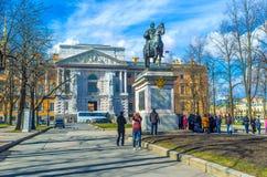 在圣迈克尔的城堡的纪念碑在圣彼德堡 库存照片