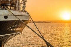 在圣迭戈港口靠码头的印度船星 免版税图库摄影