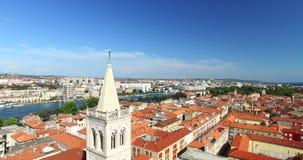 在圣阿纳斯塔西娅大教堂顶部塔的天使在扎达尔,克罗地亚 影视素材