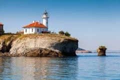 在圣阿纳斯塔西娅海岛上的白色灯塔塔 免版税库存图片