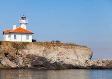 在圣阿纳斯塔西娅海岛上的白色灯塔 免版税库存图片