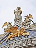 在圣马克大教堂的雕塑在威尼斯 免版税库存照片