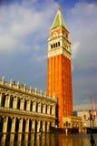 在圣马克广场的钟楼 库存照片