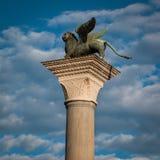 在圣马克广场,威尼斯,意大利的飞过的狮子专栏 库存图片