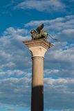在圣马克广场,威尼斯,意大利的飞过的狮子专栏 库存照片