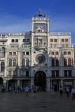 在圣马克的Clocktower的时钟在圣马克广场(圣马可广场)在威尼斯,意大利 免版税库存照片
