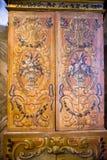 在圣马克` s大教堂里面的被绘的,古色古香的内阁在威尼斯 库存图片