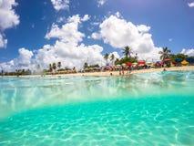 在圣马尔滕的水中,加勒比 免版税库存图片