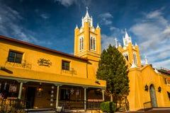在圣费利佩Neri教会的晚上光,在老镇, Albuquerq 免版税图库摄影