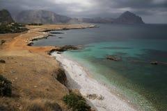 在圣维托洛卡波海湾的多云天,西西里岛 库存图片
