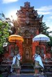 在圣洁春天寺庙,巴厘岛,印度尼西亚的上帝卫兵 免版税库存图片