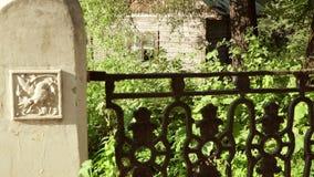 在圣洁春天的老字体在古老桥梁附近 影视素材