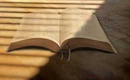 在圣经的被过滤的阳光 库存图片