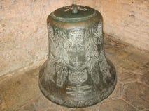 在圣索非亚大教堂的大金属响铃,伊斯坦布尔,土耳其 免版税图库摄影