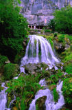 在圣Beatus洞的瀑布在湖图恩(瑞士) 库存图片