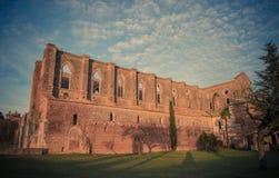 在圣Galgano修道院,托斯卡纳的日落 免版税库存照片
