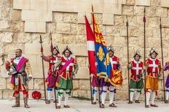 在圣Jonh的骑士的瓜迪亚游行在Birgu,马耳他。 库存图片