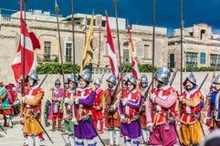 在圣Jonh的骑士的瓜迪亚游行在比尔古,马耳他 免版税库存照片
