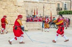 在圣Jonh的骑士的瓜迪亚游行在Birgu,马耳他。 免版税库存图片