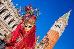 在圣Marco广场的美好的狂欢节面具在威尼斯,意大利 免版税库存照片