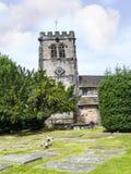 在圣Mary's教区教堂的墓碑下面的Alderley的彻斯特 库存照片
