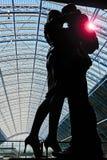 在圣Pancras国际性组织驻地的前个容忍雕象 库存照片